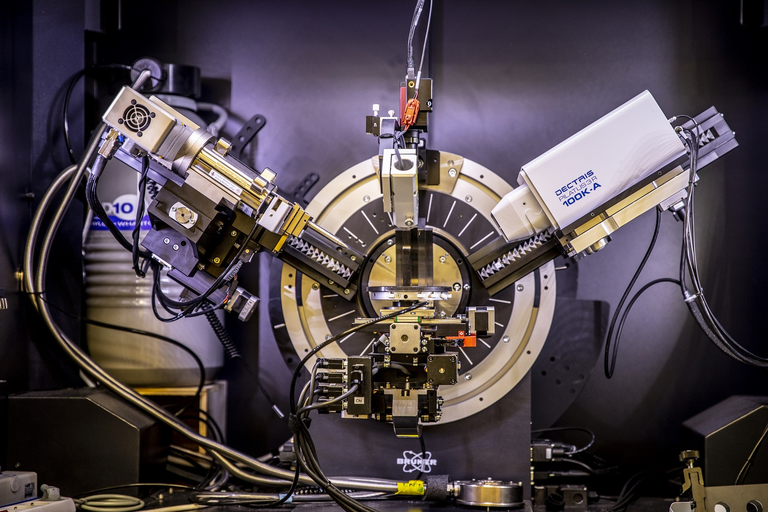 X-ray diffractometer at the UW Molecular Analysis Facility