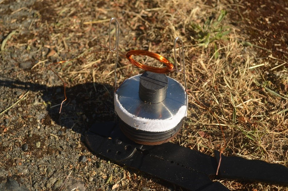 Completed motor showing the magnet coil placed just above the neodymium magnet.